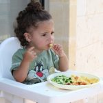 Which type of food should be given to a kid which they eat easily?