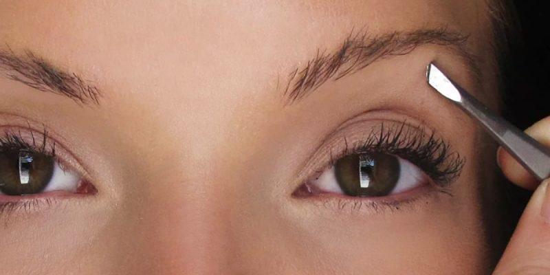 tweeze eyebrows